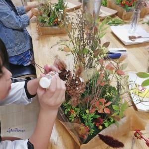 秋の森をつくろう!こどもお花教室では独創性にあふれてます!