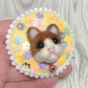 羊毛フェルトの猫ちゃんブローチを制作(ビーズデコ付)