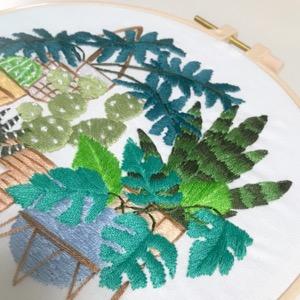 観葉植物柄の刺しゅう2点目完成、下絵を水で溶かしたら・・・