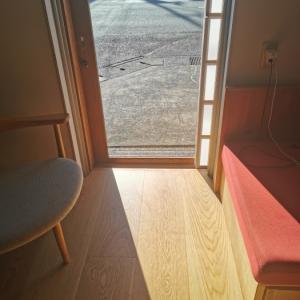窓を開けたり、閉めたり・・・パッシブハウスの基本です