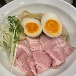 魚と豚と黒三兵 御徒町ラーメン横丁店にて、魚つけ麺 半味玉トッピングと半チャーハンを食す
