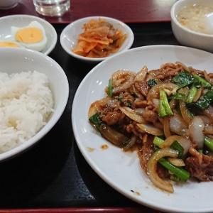 上町北京飯店 牛バラ肉とニラの炒め