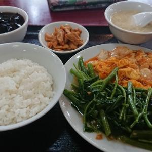 昨日のお昼ごはん 北京飯店イカ・エビ卵のチリソース煮+空心菜炒め