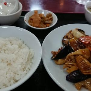上町北京飯店 豚肉とイカ・なすの辛味炒め