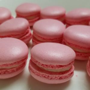 カツ丼のお弁当  と ピンクのマカロン