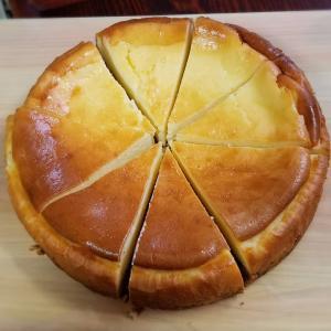 連休最終日の匂わせ写真と チーズケーキ