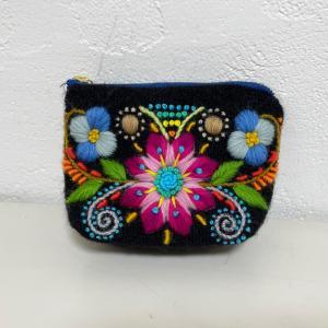 アヤクーチョ刺繍のポーチ