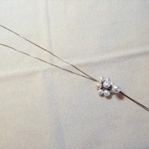 コットンパールフラワーのY字ネックレス