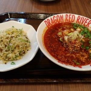 龍之紅河(ドラゴンレッドリバー)で担々麺