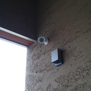 捨て猫予防のための防犯カメラ設置手順、カメラのみ設置とホームセキュリティとの比較
