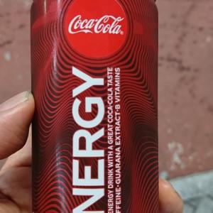 コカ・コーラのステッカーとコカ・コーラエナジー