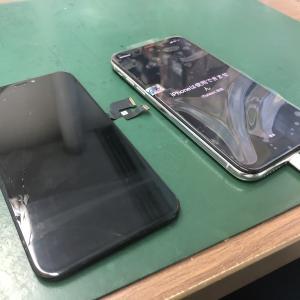 iPhoneXのフロントパネルを交換しました!誤動作でパスコードロック状態・・・