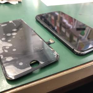 iPhone8のフロントパネルを交換しました!綺麗に直って喜んでいただきました!