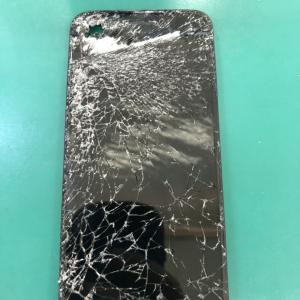 【修理事例】iPhone8車に轢かれてしまい画面ショリショリでも直せます!