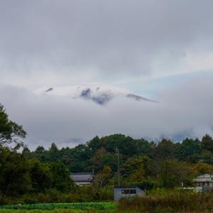 浅間山初冠雪かな。