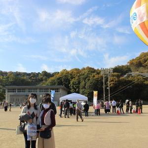 気球と一緒に小豆島、食べ歩きはいかがデスか?