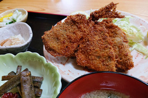 福島競馬場近くの正しい定食屋さん「つかさ」