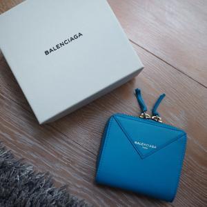 BALENCIAGAの鮮やかな財布