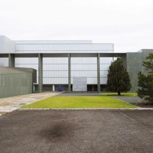 安らぎをくれる場所、豊田市美術館で奈良さんの新作を