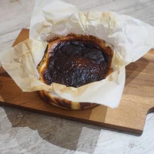 家族の誕生をバスク風チーズケーキで