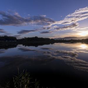 朝の大池(奈良県・勝間田池)