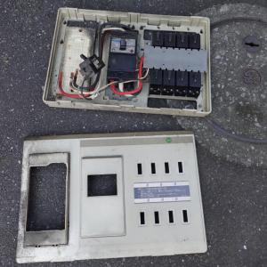 電気屋さんのネズミ退治