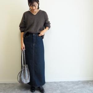 デニムスカートは小物で大人っぽく!ふんわり暖かなブラウンニットで秋コーデ♩