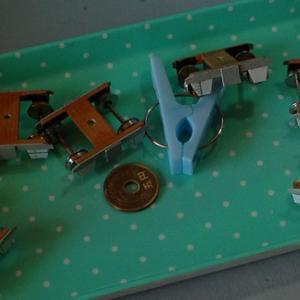 木と紙で台車を作る (緩衝器?台座)