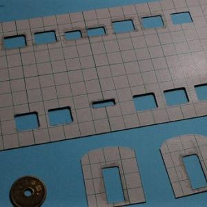 オシ16型スタイル自由型を作る (窓抜き作業)