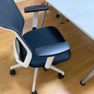 《子どもの勉強用の椅子は、長い時間座りやすいのがオススメ》