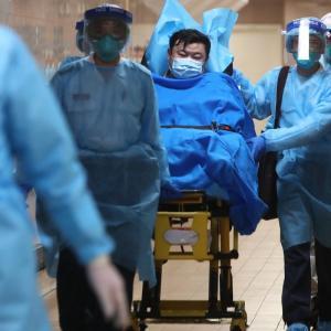 ついに香港で初のコロナウイルス肺炎患者出る! 中国で死者17人に、武漢では交通規制でも多数逃げる