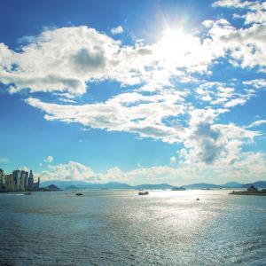 産経の一面トップの黒背景の記事『香港は死んだ』が話題に、7月1日の海に浮いていたもの