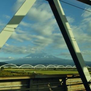 東海道新幹線から眺める富士山