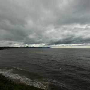 人形峠の屏風岩と日本海
