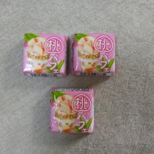 チロルチョコ「桃パフェ」