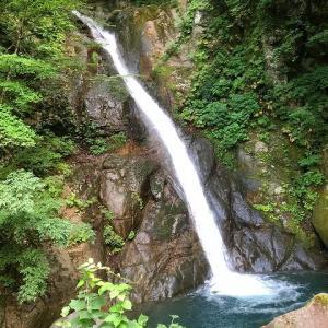 大瀬(おぜ)の滝~栄村・長野県