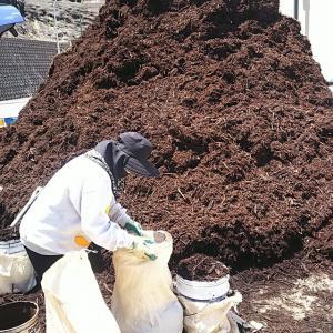 剪定枝リサイクル土壌改良材・・