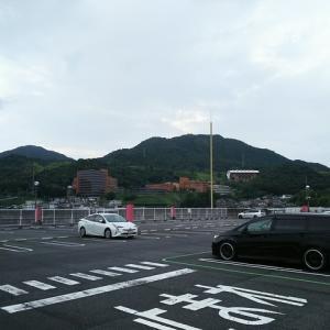 校舎が建ち並ぶ風景・・