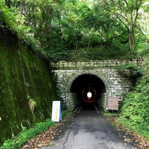夏の小さな旅その5 街頭テレビ風とこっちのトンネル編