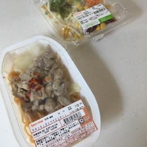 チキンたっぷりペペロンチーノ&コスパ◎!サラダ 和風玉ねぎドレ@セイコーマート