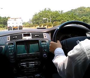 運転姿勢とハンドルの持ち方 ペーパードライバー克服への近道 グリーンペーパードライバースクール