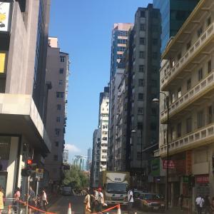 今日も香港は大荒れ 家のそばの理工大付近で催涙弾 でもお昼は飲茶行ってスポーツショップ行って