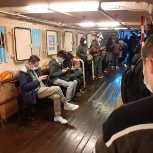 なぜか混雑してたスターフェリー 水務署から釣りの免許が来た 空港行きのバスはガラガラ