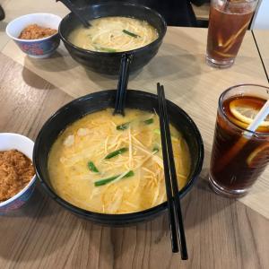 今日は友人と病みつきになった米線を食べる 猫ちゃん 夕食は鶏胸肉蒸しとポークソテー