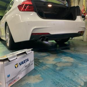 BMW F30 バッテリー交換