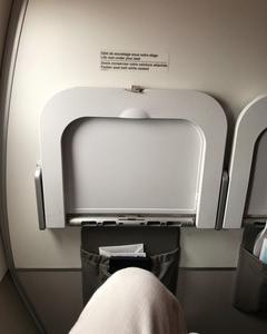 エールフランス、EU内路線のビジネスクラス機内食 AMS~CDG~TXL ラトビアへ飛ぶ その5
