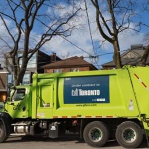 集めた生ゴミから生成した天然ガスで走るゴミ収集車、トロントでまもなく実現