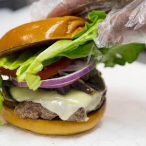 ロンドン大学ゴールドスミス校が牛肉禁止を決定   畜産業界から反発