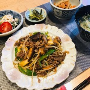 牛肉と万願寺唐辛子やらの味ぽん炒め、食生活を見直さなくっちゃ