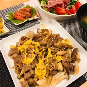 牛肉とキノコと卵の炒め物